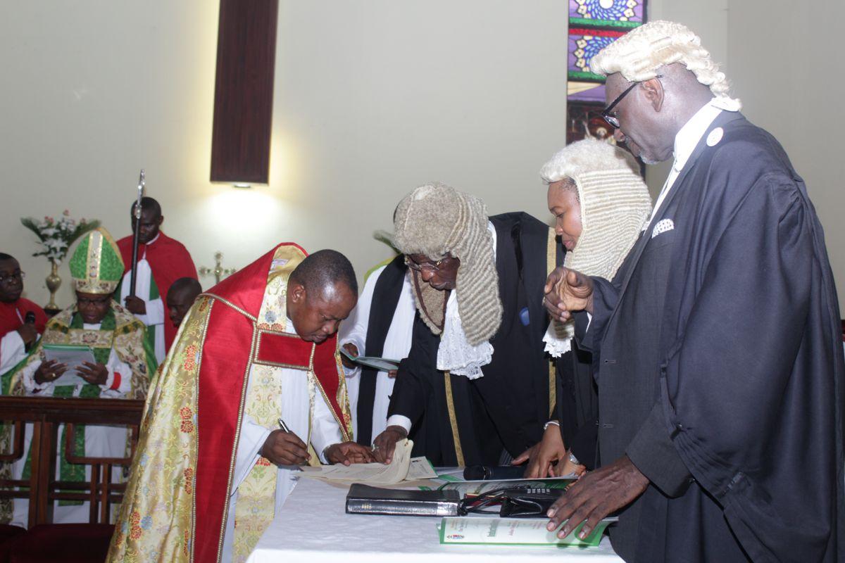 Vicar-Signing